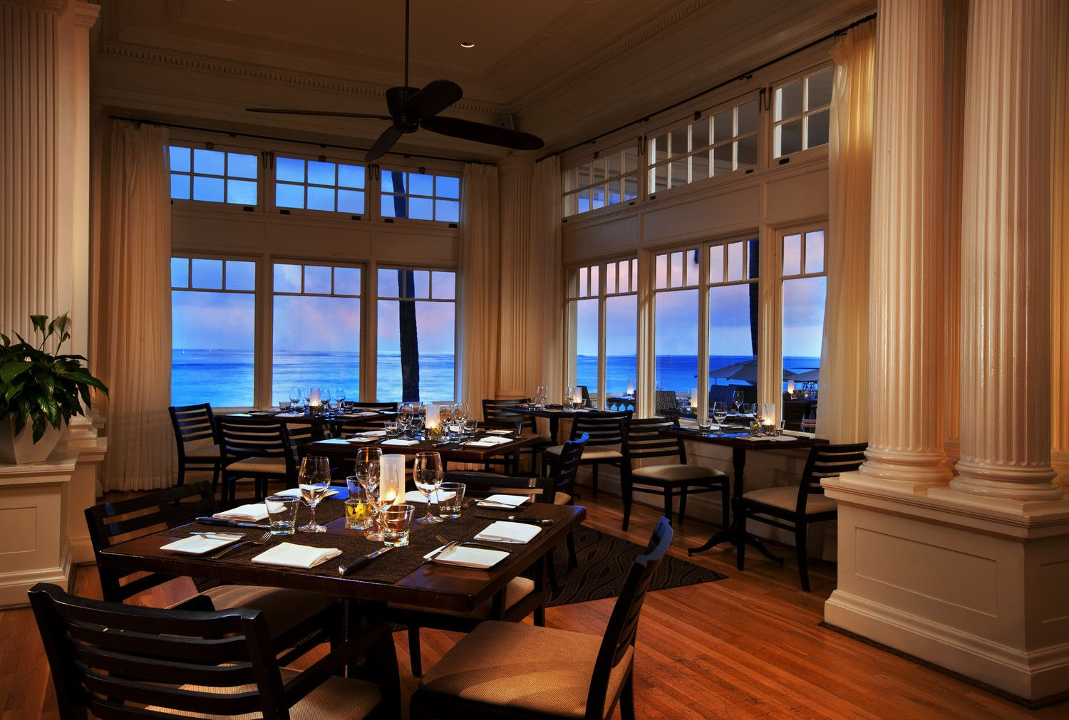 Moana Surfrider, A Westin Resort & Spa - Dining