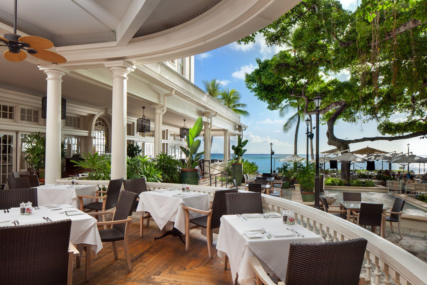 restaurants in waikiki moana surfrider hotel. Black Bedroom Furniture Sets. Home Design Ideas